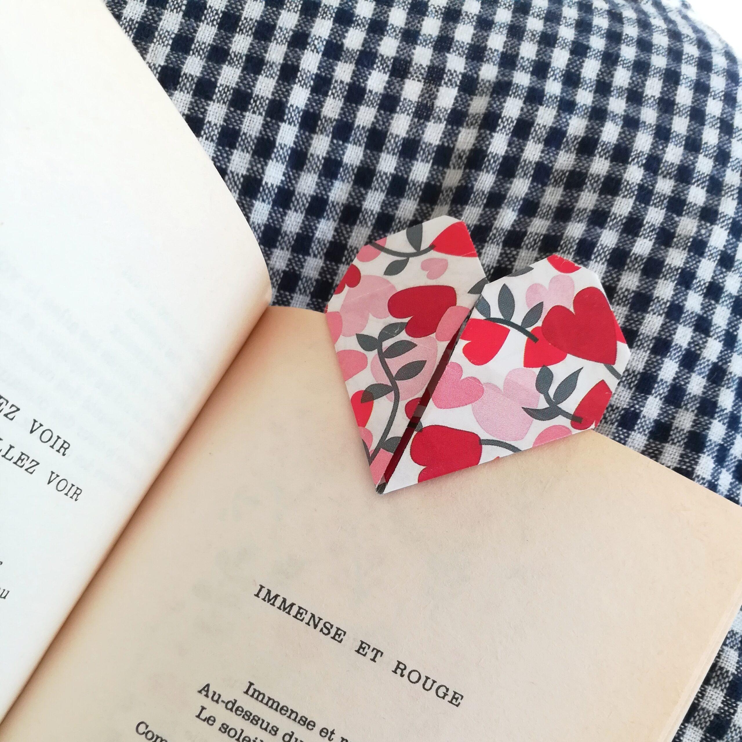 Coeurs marque page en origami