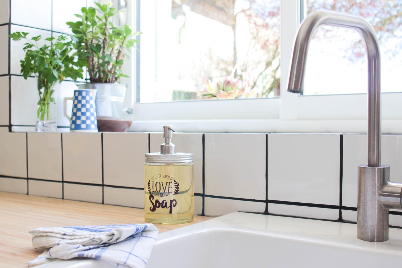 Créer Son Porte Savon fabriquer un distributeur de savon diy à partir d'une salad