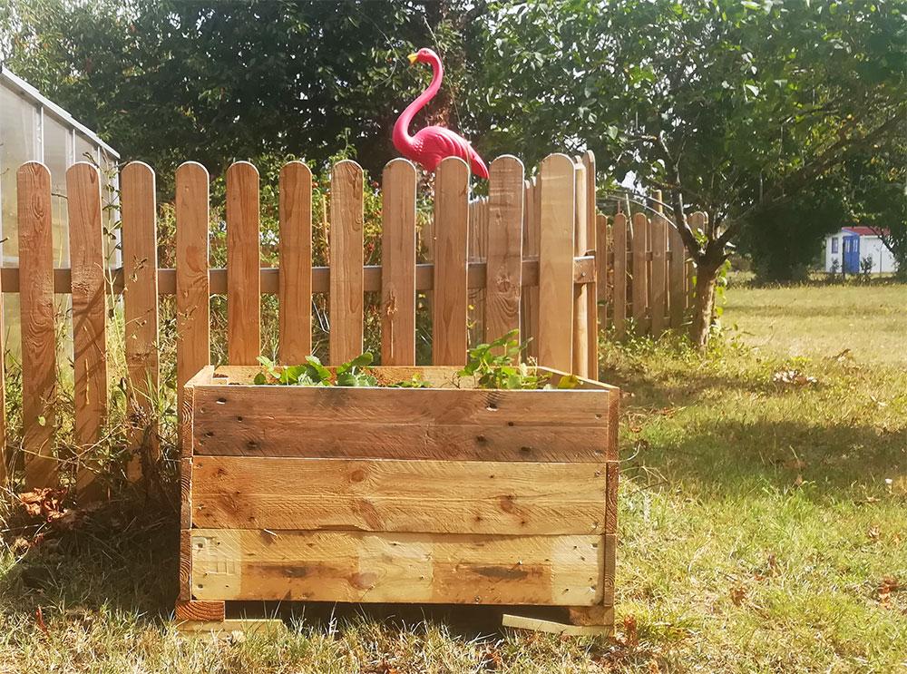 Diy une jardini re en palette vert cerise blog diy do it yourself lifestyle et cr atif - Jardiniere en palette ...