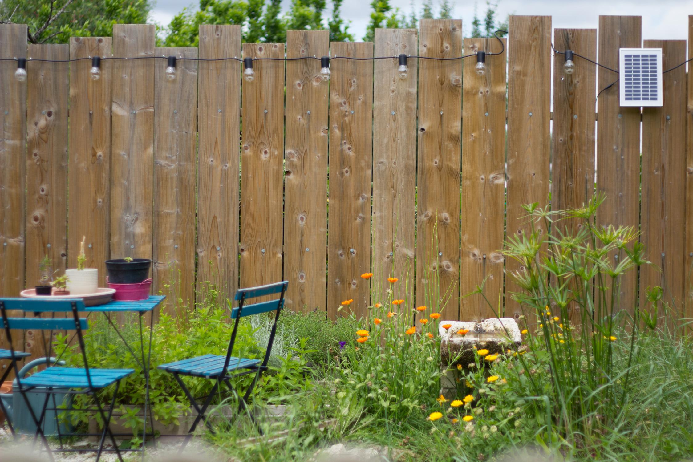 Palissade en bois faite maison pour le jardin