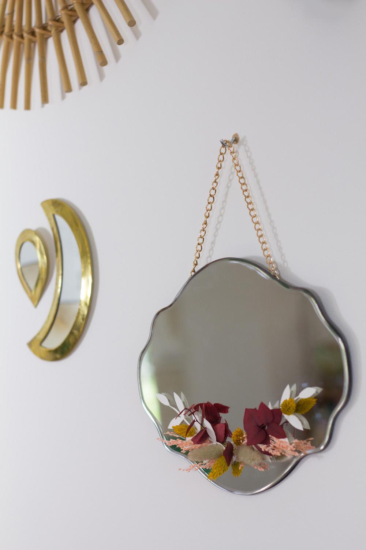 Faire un miroir avec des fleurs séchées