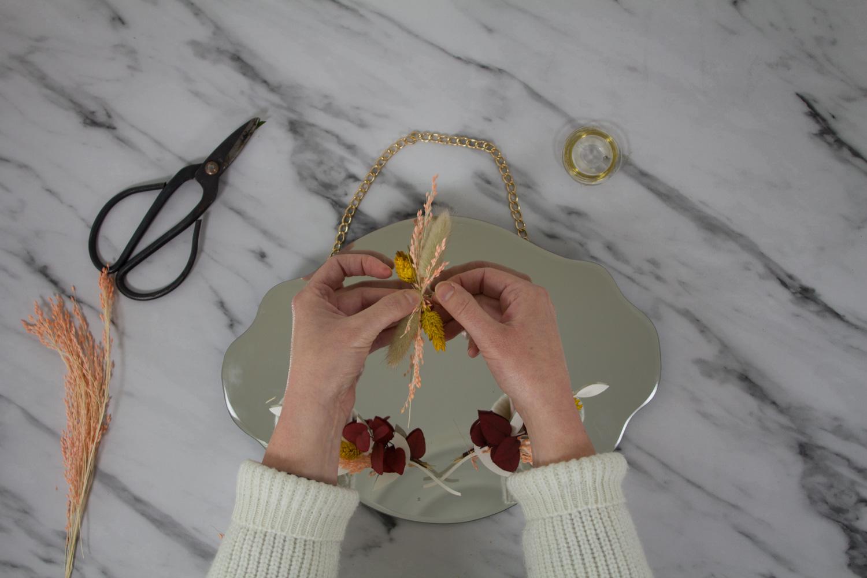 DIY miroir en fleurs séchées : fabriquer un mini bouquet