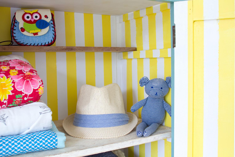 Peindre des rayures dans une armoire : conseils pour éviter les bavures et traces